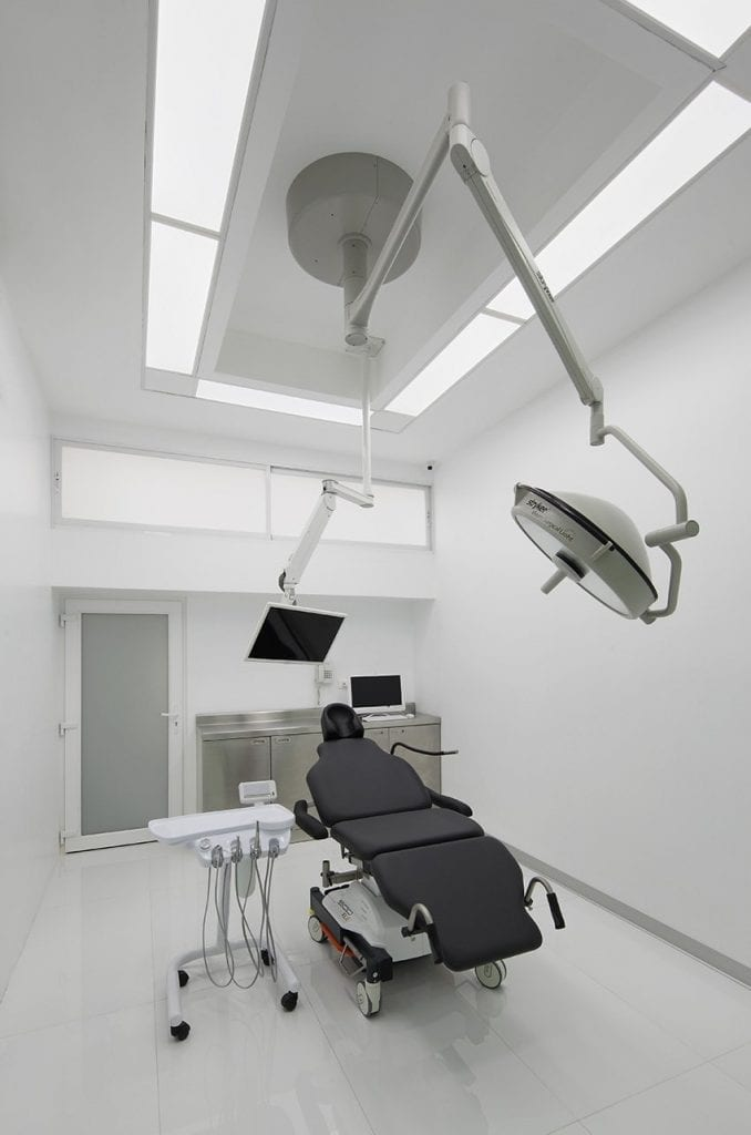 Smiles-Peru-Dental-Implant-Surgery-Center