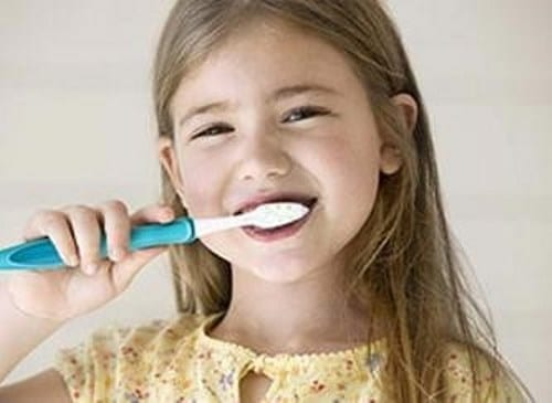 prevent bleeding gums through proper teeth brushing